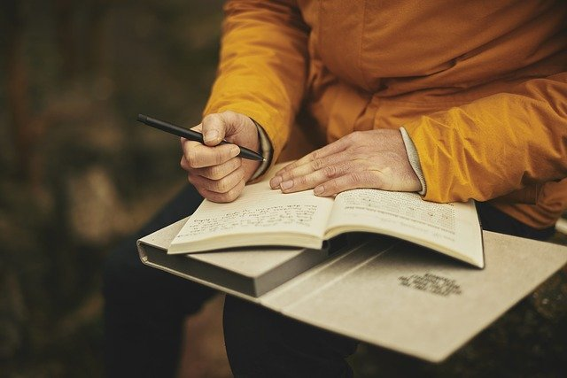How do you know if journaling is for you? Here are five reasons to begin journaling if you are an entrepreneur serious about reaching your goals.